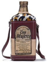 tres mujeres reposado tequila with leather case